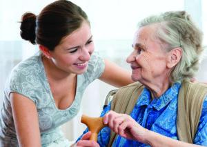 Aide à domicile avec une personne âgée